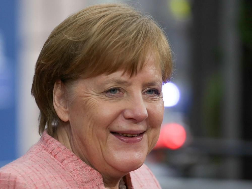 Angela Merkel sagt Unterstützung für die EM-Bewerbung zu