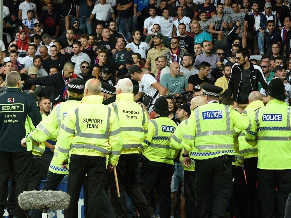 Die englische Polizei hat zwei junge Männer verhaftet