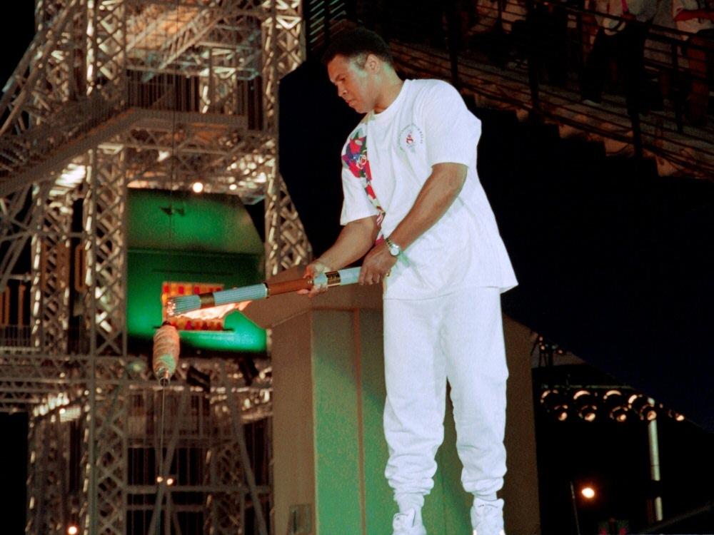 Online-Auktion: Muhammad Alis Olympia-Fackel von 1996 wird versteigert