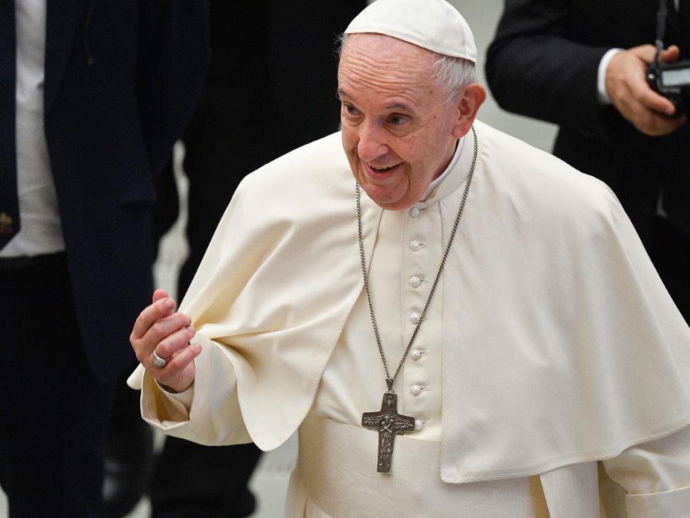 Papst Franziskus bedankt sich bei Messi für Trikot