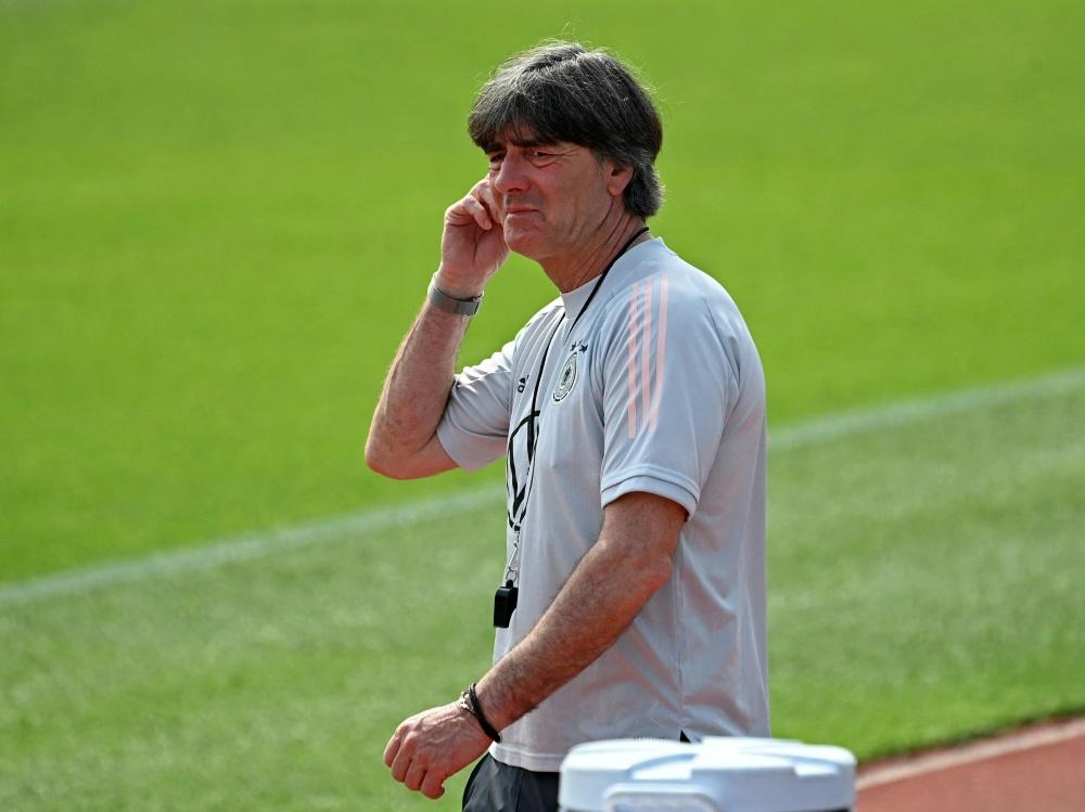 Löw tauscht sich mit Sportpsychologe Hermann aus