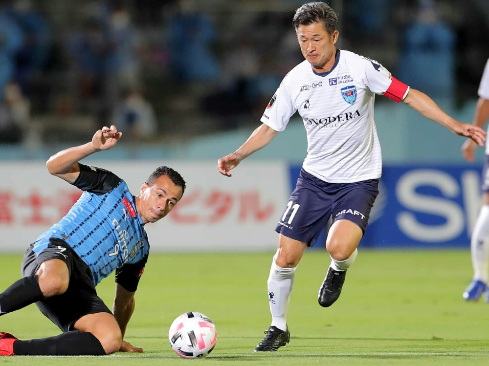 Kazuyoshi Miura (r.) stellte mehrere Rekorde auf