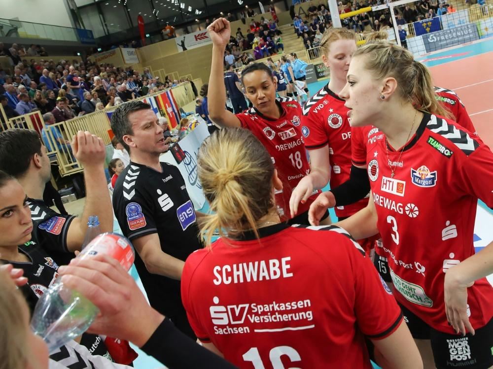 Die Volleyballerinnen des DSC unterliegen Dinamo Moskau