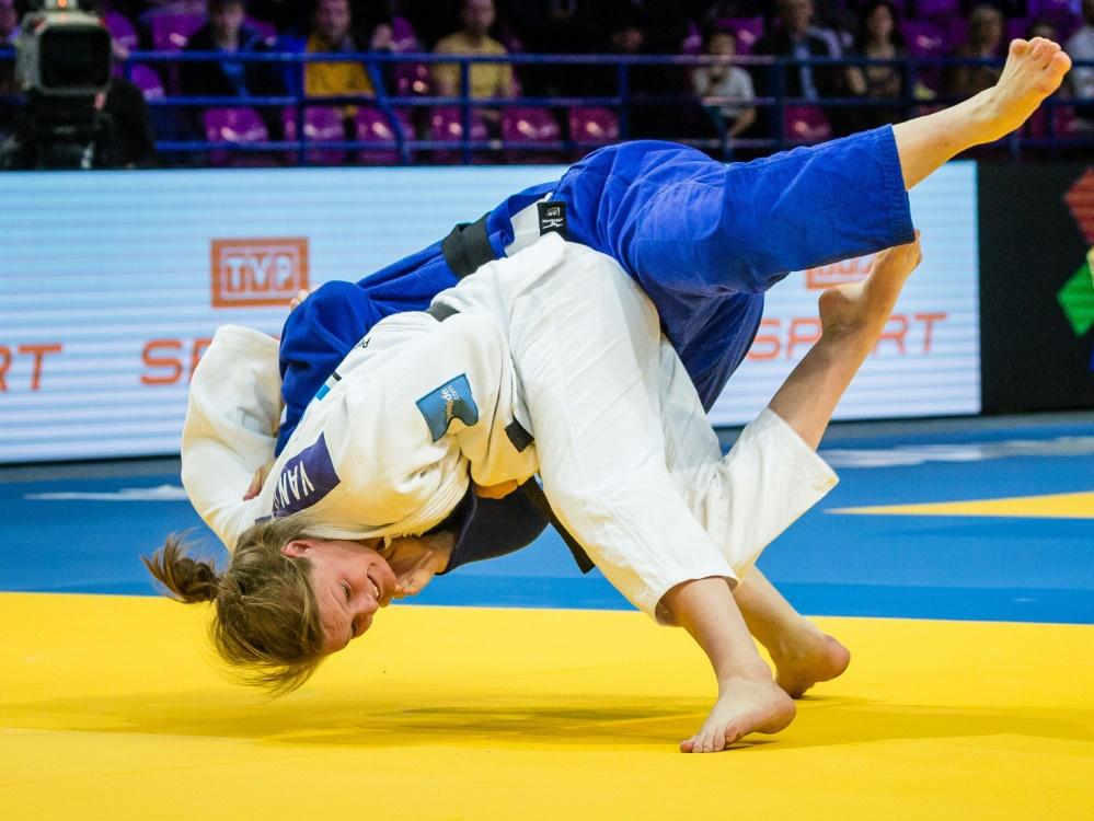 Giovanna Scoccimarro (weiß) gewinnt Bronze in Düsseldorf