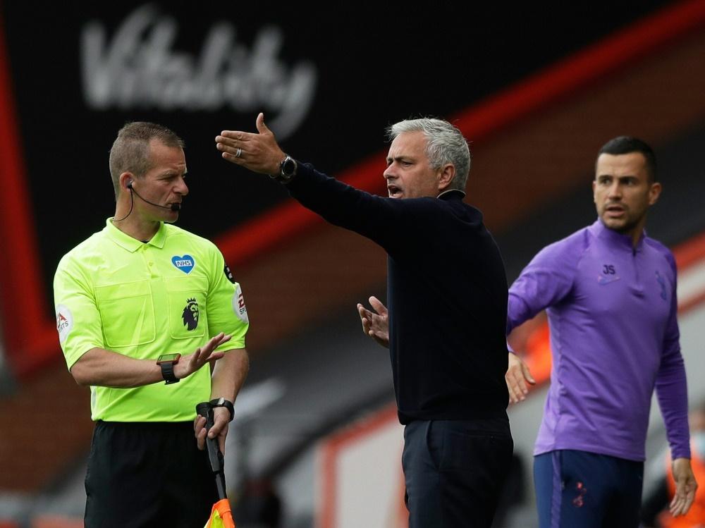 Auch José Mourinho (m.) haderte mit Fehlentscheidung