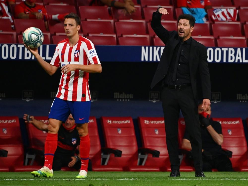 Santiago Arias (l.) spielte schon unter Diego Simeone in Madrid