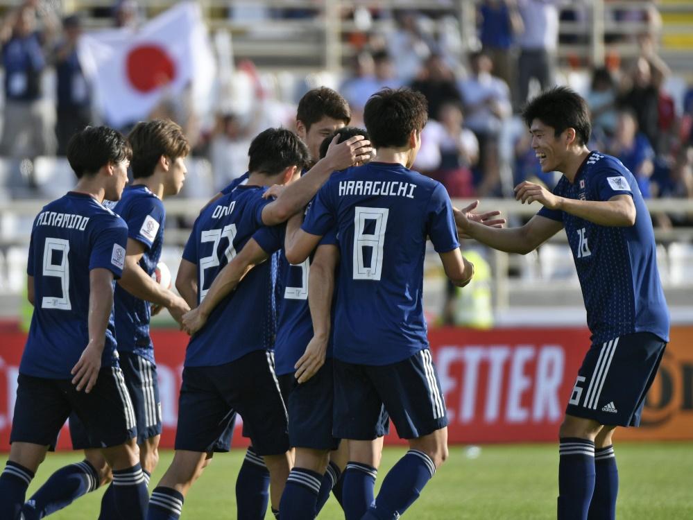 Japan gewinnt 3:2 gegen Turkmenistan