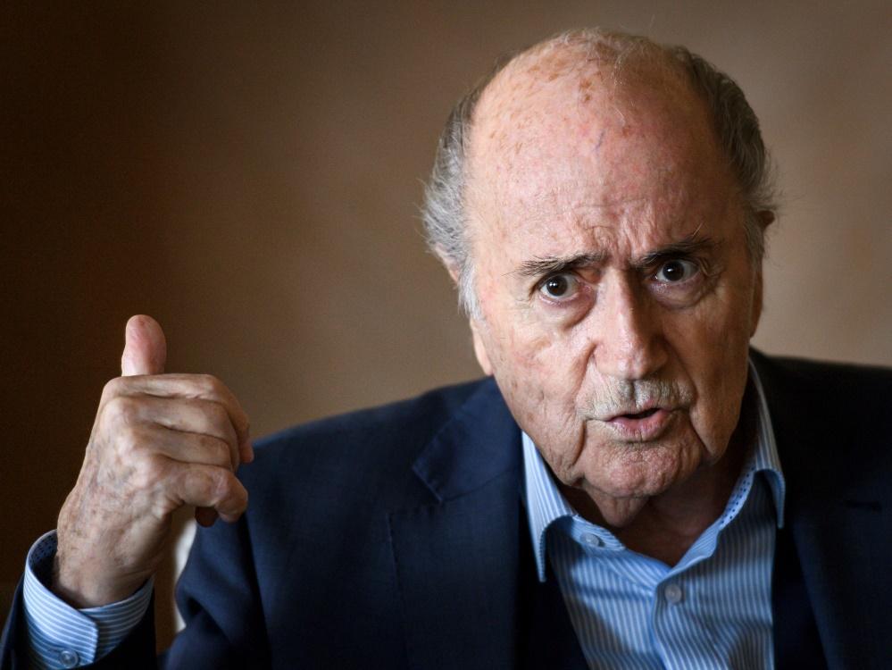 Sepp Blatter glaubt an die Unschuld von Platini