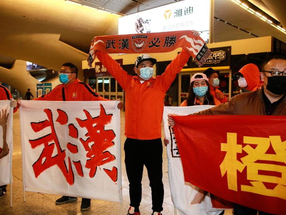 Fans des FC Wuhan Zall fiebern dem 25. Juli entgegen
