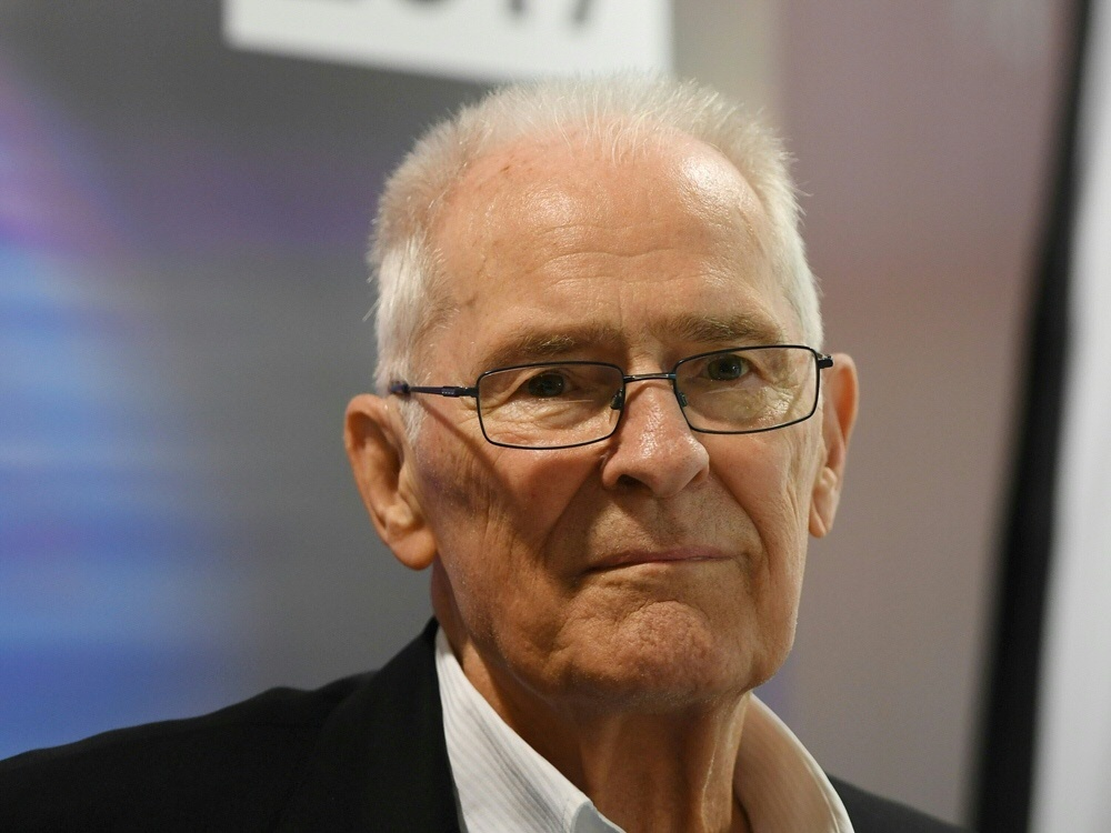 Hans Wilhelm Gäb erhält Goldene Sportpyramide