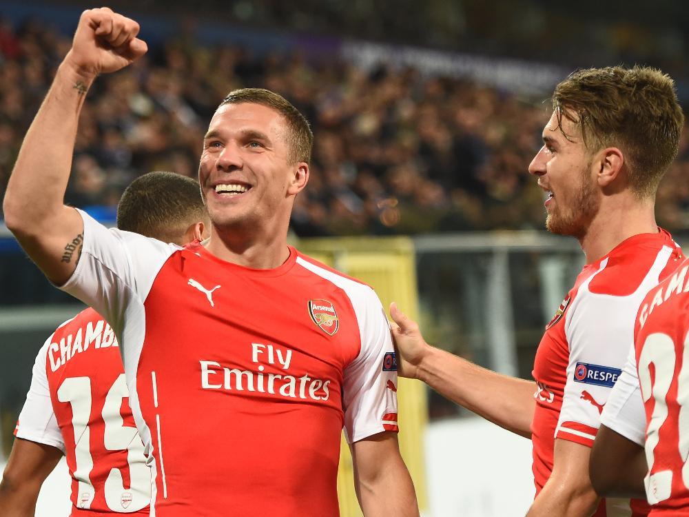 Champions League News Podolski Beschenkt Wenger Zum Geburtstag