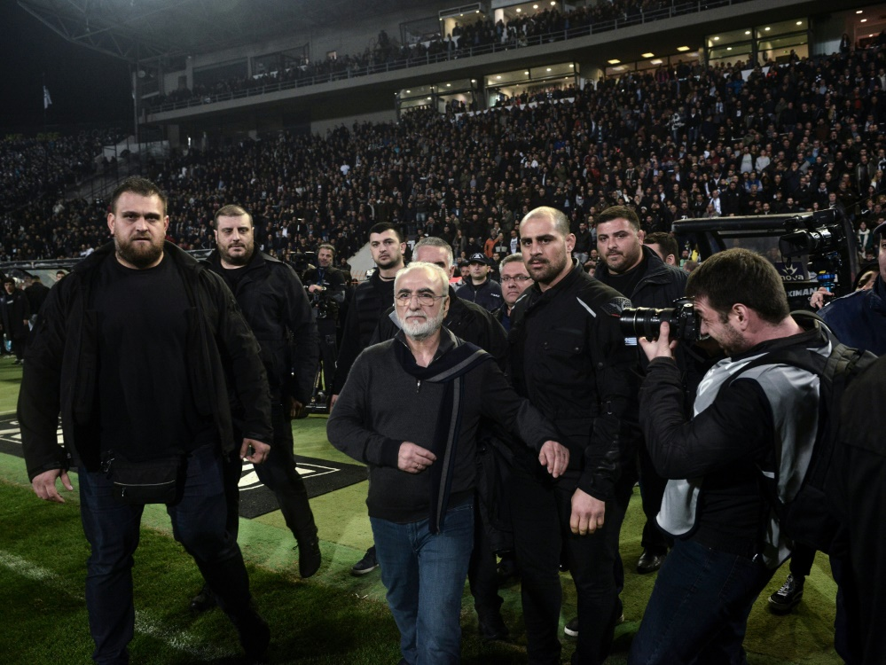 Ivan Savvidis von PAOK stürmte am Sonntag den Platz