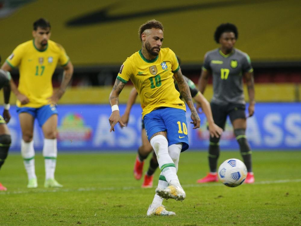 Superstar Neymar trifft vom Punkt