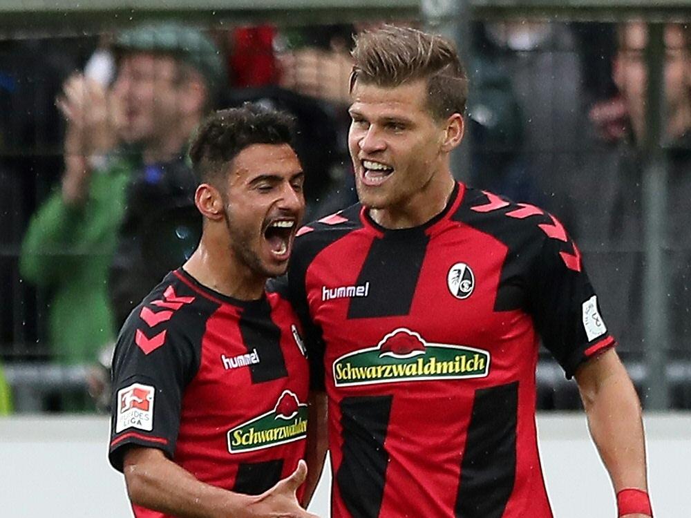 Dreimal traf Niederlechner (r.) gegen den FV Ravensburg