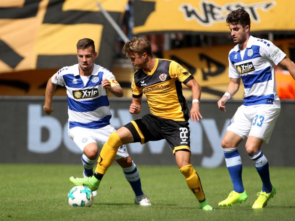 Patrick Möschl (m.) verstärkt den 1. FC Magdeburg
