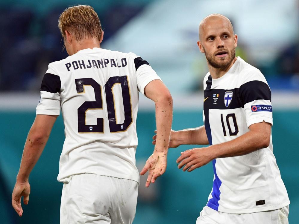 Joel Pohjanpalo (l.) trifft zum 1:0 gegen Kasachstan