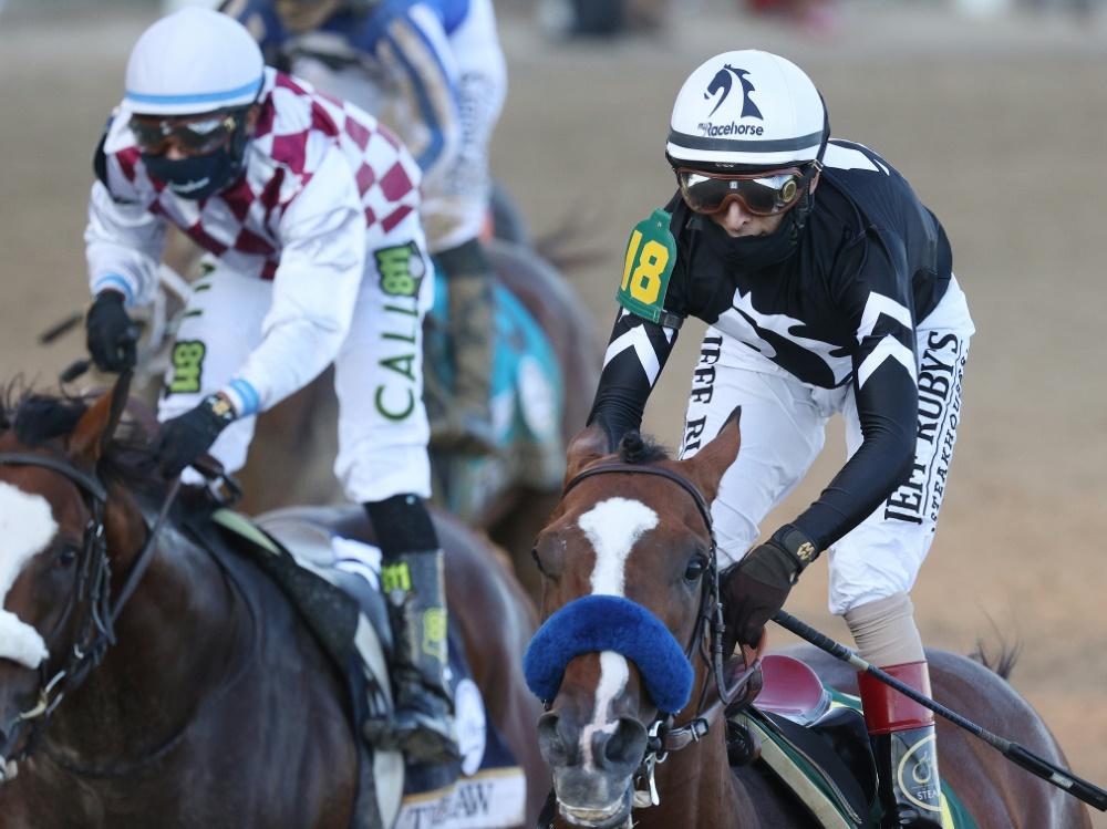 Authentic mit Velazquez (r.) gewinnt Kentucky Derby