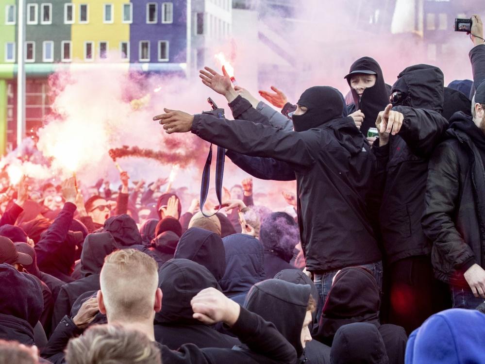 Einige Ajax-Fans fielen in London gewalttätig auf