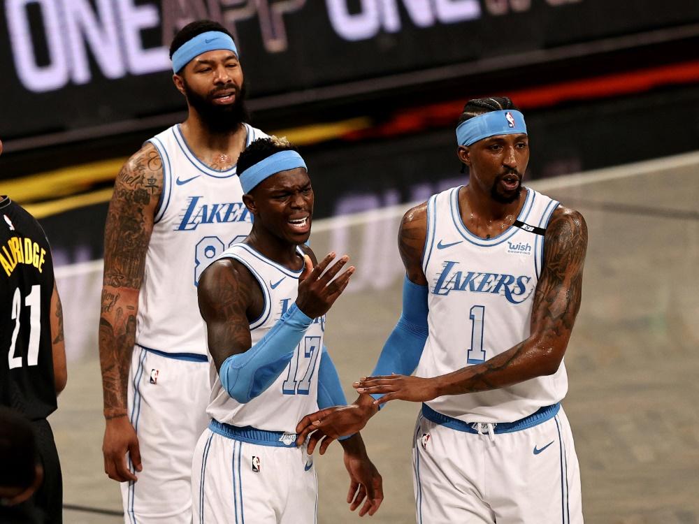 Schröder (Mitte) kassiert mit LA Lakers Rückschlag