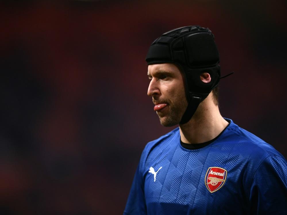 Not amused: Arsenals Keeper Cech kritisiert Bayer-Tweet