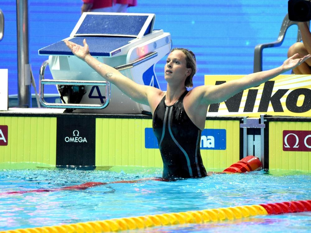 Italiens Schwimmstar Federica Pellegrini hilft in Corona-Zeiten