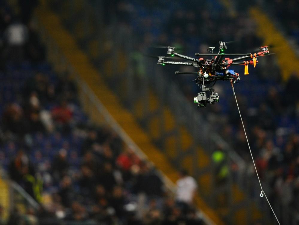 Eine Drohne flog nur knapp über den Köpfen der Spieler