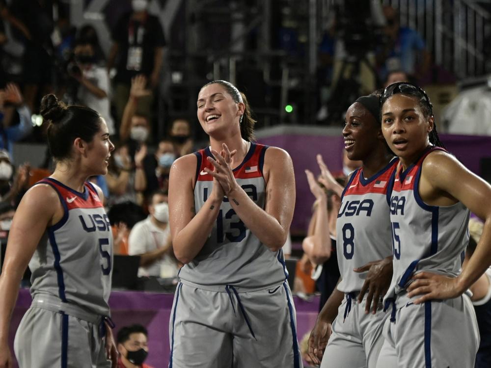 Amerikanerinnen feiern ihre olympische Goldmedaille