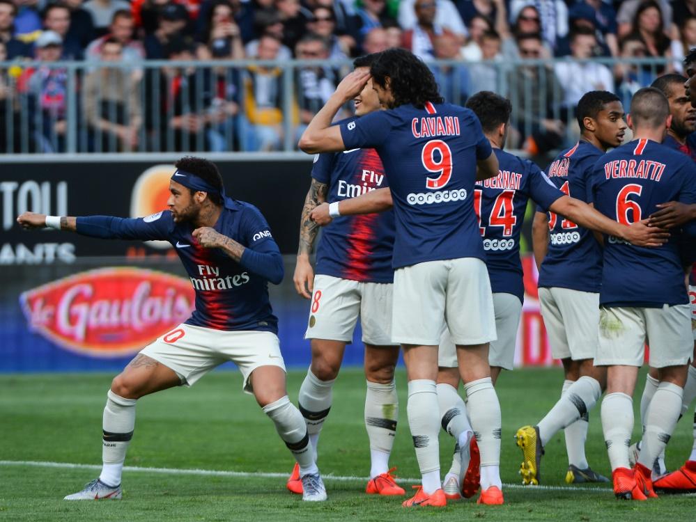 PSG besiegte Angers mit 2:1, Neymar (l.) traf zum 1:0