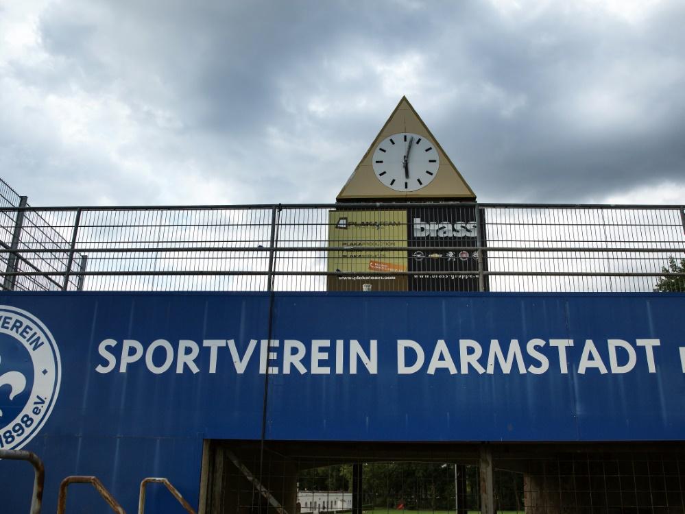 Die alte Stadionuhr am Böllenfalltor in Darmstadt
