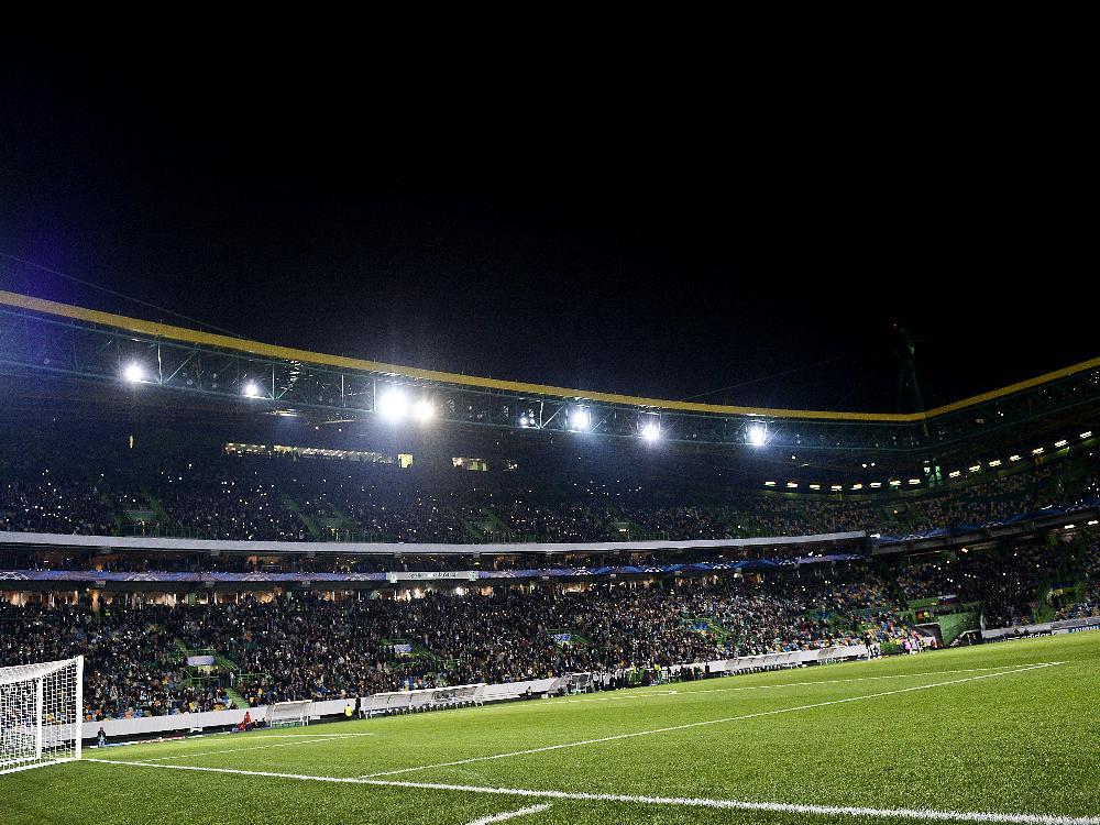Zu dunkel zum Spielen: Lange Halbzeitpause in Lissabon