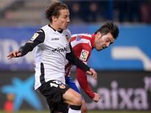 Andrés Guardado (l.) wird an Bayer ausgeliehen