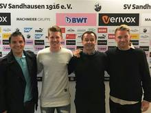 Denis Linsmayer (2.v.l.) verlängert in Sandhausen
