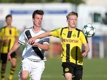 Jan-Niklas Beste (r.) wechselt zu Werder Bremen