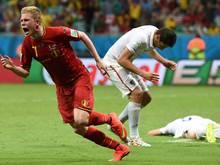 Kevin de Bruyne (l.) zieht mit Belgien ins Viertelfinale ein