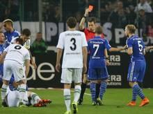 Rote Karte für Schalkes Johannes Geis (r.)