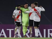 Enzo Perez (m.) durfte sich von seinem Team feiern lassen