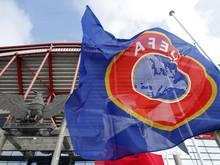 Zehn Klubs werden von der UEFA bestraft