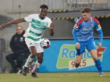 Bis 2024: Dickson Abiama (li.) verlängert bei Greuther Fürth