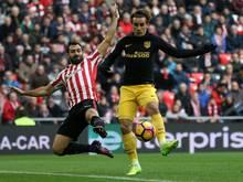 Antoine Griezmann (r.) stellt den 2:2-Endstand für Atlético her