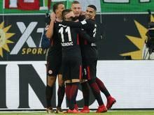 Die Frankfurter bejubeln ihren 600. Bundesligasieg