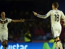 Toni Kroos (r.) schießt Deutschland zum Sieg gegen Spanien