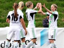 Conny Pohlers (r.) traf zum 2:0 für Wolfsburg