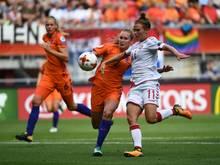 Desiree van Lunteren (m.) wechselt in die Bundesliga