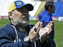 Diego Maradona feierte mit seiner Mannschaft den ersten Sieg