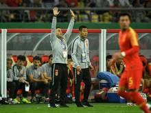China-Trainer Cannavaro (l.) mit Pleite beim Debüt