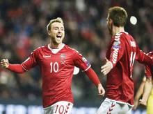 Christian Eriksen (l.) ist das Herzstück der Dänen