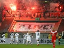 Leverkusen-Anhänger zündeten in Düsseldorf Pyrotechnik
