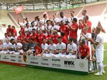 Dem FC Augsburg bleibt der Hauptsponsor erhalten