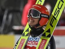 Katharina Althaus springt in der Quali auf Platz vier