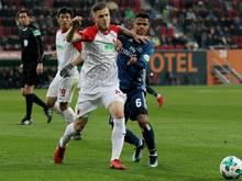 Fehlt dem FCA verletzt: Jeffrey Gouweleeuw (l.)